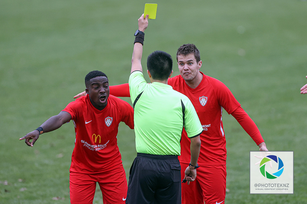Albany appeal the referees decision. NRFL, Northern Region Football League, Division One, Manurewa AFC v Albany United, Memorial Park Auckland, Saturday 4th July 2020. Photo: Shane Wenzlick / www.phototek.nz