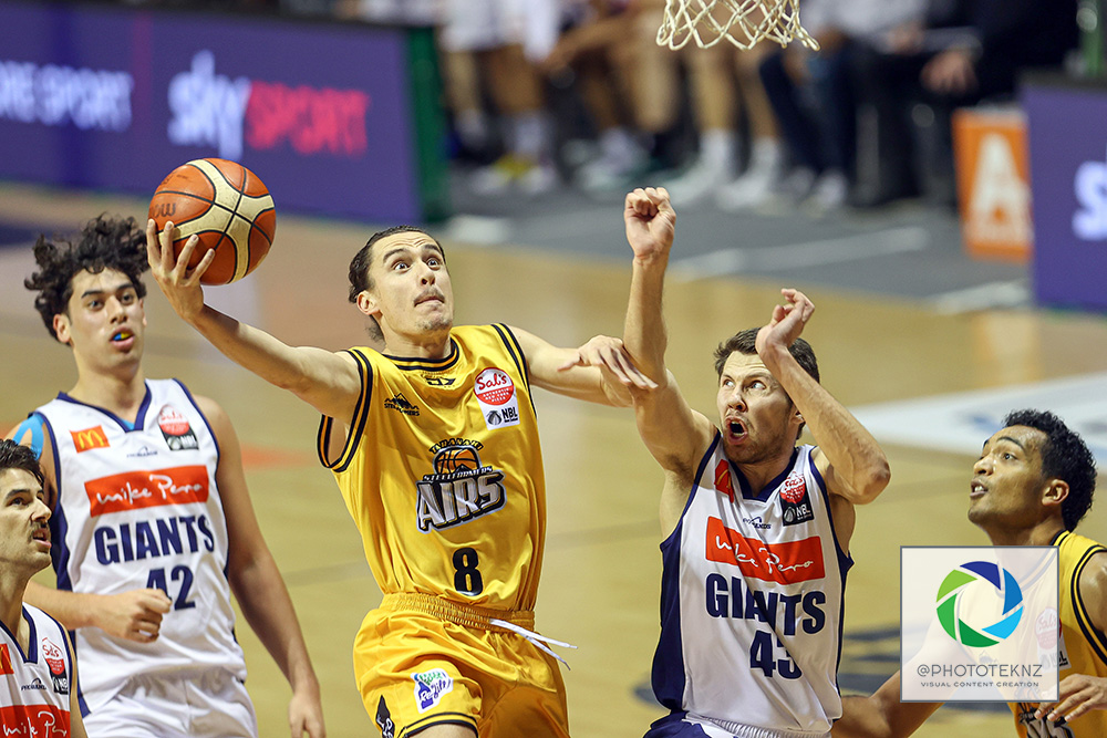 Mountainairs Derone Raukawa shoots ahead of Giants Dane Brooks during the NBL match between the Taranaki Mountainairs and the Nelson Giants, National Basketball League held at Trusts Stadium, Auckland, New Zealand. 9 July 2020. Copyright Photo: Shane Wenzlick / www.photosport.nz